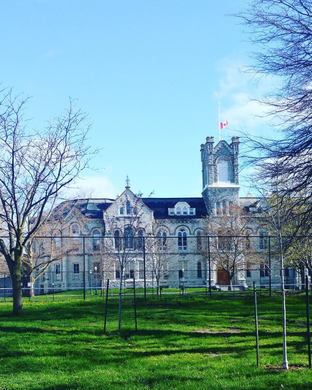 18720628_1495122203648_Queens university -