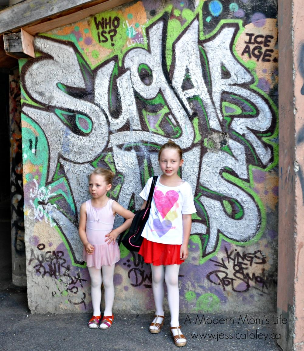 19237032_1495493085834_Ballet Girls - At the stage door to the Grand - the day of KSD's annual performance 2016