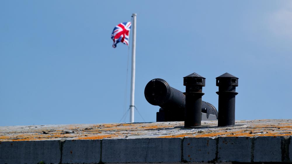 19908112_1499031962629_The North Wall - View of a 24pdr gun and the Union flag flying at Fort Henry.